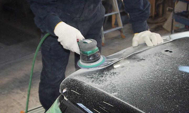 車の傷やへこみの修理の施工